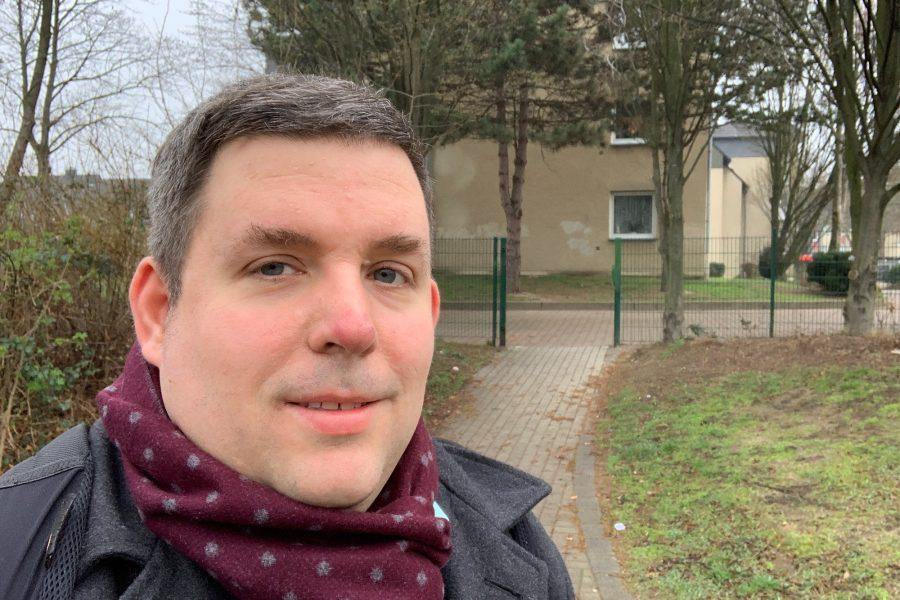 Jens Matheuszik (vor dem Franz-Vogt-Törchen zwischen Franz-Vogt-Straße und Oskar-Hoffmann-Straße)