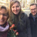 Verteilung der Rosen durch die SPD Bochum-Ehrenfeld - hier mit Simone, Eva und Christoph