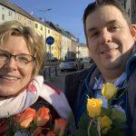 Verteilung der Rosen durch die SPD Bochum-Ehrenfeld - hier mit Simone und Jens
