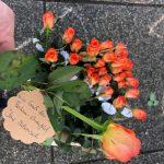 Die Rosen der SPD Bochum-Ehrenfeld auf dem Hans-Schalla-Platz (dem Vorplatz vor'm Schauspielhaus Bochum)